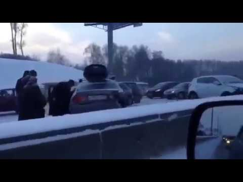 Три машины столкнулись на трамвайных путях на проспекте Энгельса