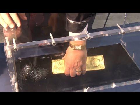 Если заберешь слиток золота, то он твой