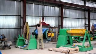 3 тонны ручной лебёдкой(Пока электрический тельфер сломан, заряжаем разматыватель профилегибочной линии при помощи ручной лебёдк..., 2012-07-04T22:04:49.000Z)