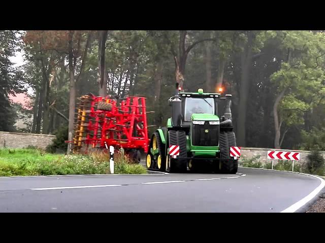 Tracteur John Deere 9RX sur la route