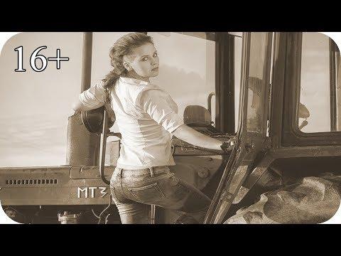 Красиві дівчата на тракторі