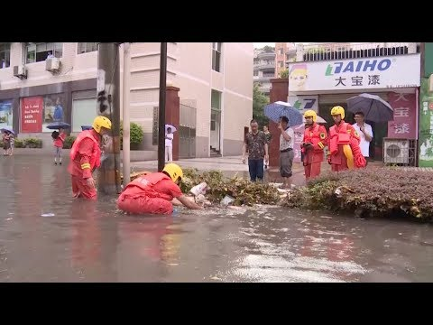 Torrential Rain and Strong Winds Hit Chongqing