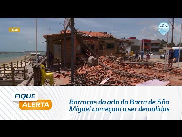 Barracas da orla da Barra de São Miguel começam a ser demolidas nesta terça-feira