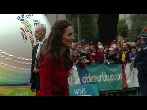 William and Kate play cricket in New Zealand