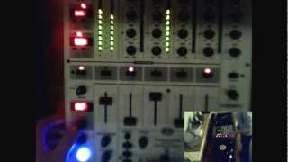 Behringer DJX700 - Testing the effects of the Behringer DJX700 DJ MIXER