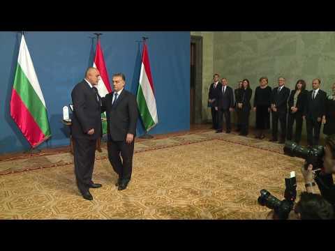 """""""Голям кръст за граждански заслуги"""" е една от най-престижните, като в йерархията е втората най-висока, която може да се дава от унгарската държава."""