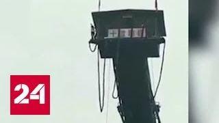 Китаянка сорвалась с тарзанки в реку с 50-метровой высоты