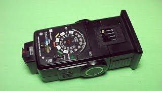 ナショナル製のストロボPE-3057の使い方です。単三電池4本で使えます。...