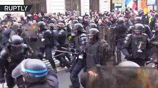 Weekend 62: Violent clashes between Yellow Vests and riot police in Paris