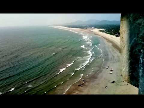 Amazing waves    Arabia sea at Mrudureshwar temple