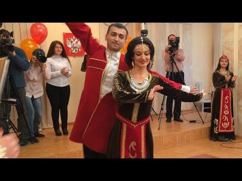 Национальная годовщина свадьбы в армянском стиле