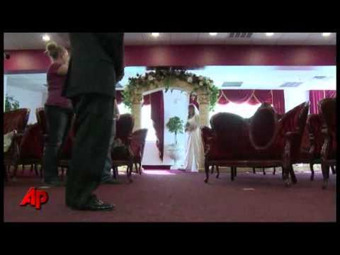 Video Essay: Vegas Chapels Strike It Big