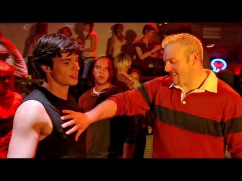 Clark brigando em Bar - Smallville 2x04 Dublado