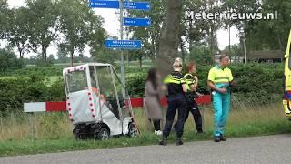 Scootmobieler botst in zijkant auto tussen Meppel en Staphorst