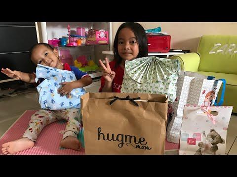 Zara Buka Kado dari Fans | Baju Pisang dan Hug Me Mom Baby Journal