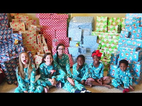 Christmas Morning Special Opening Presents!