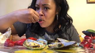 Mussels and crawfish Mukbang