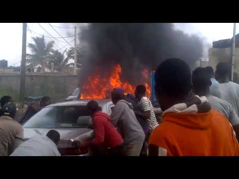 VIDEO: How Irate Youths Burnt Down SUV Cars Used By Robbers For Operation At Ikorodu Today