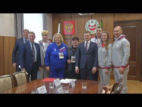 Олимпийские чемпионы привезли подарки юным жителям Хакасии