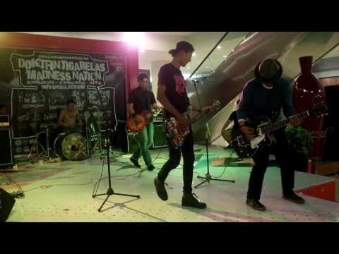 dangerous project oxide - rebellution&hey senior  live gp bekasi mall launch @doktrin13 & madness