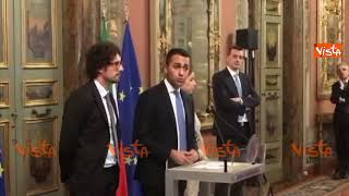 Consultazioni Casellati M5S, Casalino non stacca gli occhi da Di Maio