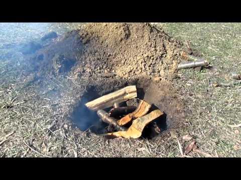 Cмотреть онлайн Как сделать древесный уголь своими руками в лесных условиях