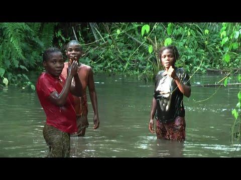 Baka Women play the Water Drums (liquindi)