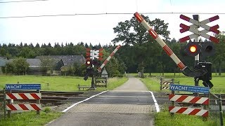 Spoorwegovergang Deventer // Dutch railroad crossing