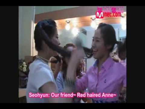Hyo Yeon Yuri & Seo Hyun being dorky - SNSD photoshoot
