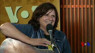 Border Crossings: Amy Ray