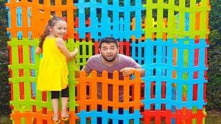 Babam Çitlerden Ev Yaptı İçinde Kaldı - Playhaouse From Toy Fence - Funny  Oyuncak Avı Öykü
