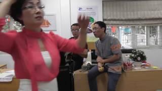 ĐI TÌM LỜI RU THẦN MẶT TRỜI - Trà Hiếu ôm guitar hát với Đình Khoa