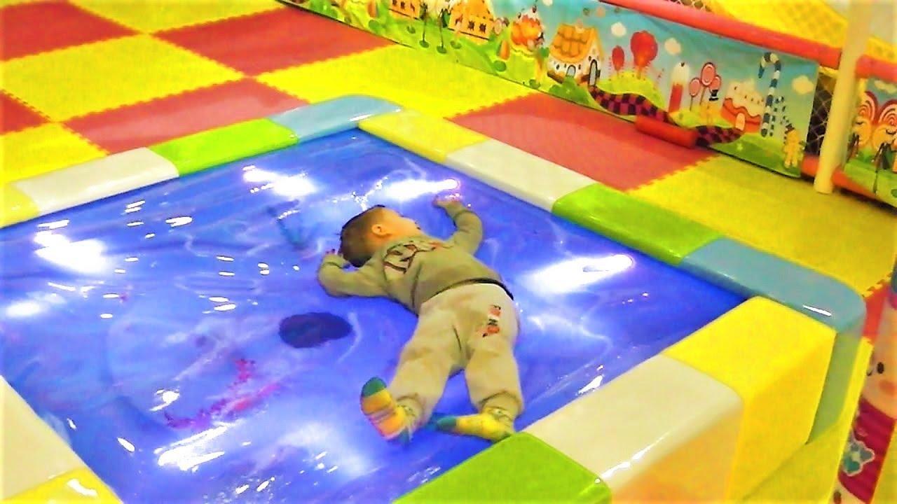 детская игровая комната Funny Пупс Пермь Макс играет в игрушки развлечения для детей