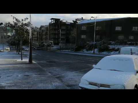 Lalín amanece cubierta de nieve tras el paso de Helena