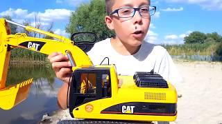 Машины #Bruder. Большой экскаватор на пляже CAT.  Распаковка. Видео для детей. BruderToy