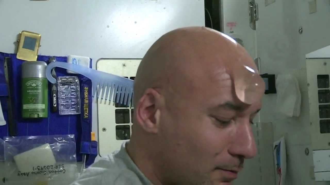 How astronauts use the bathroom - How To Wash Your Bald Head In Space Luca Parmitano Iss Astronaut Hd Video Youtube