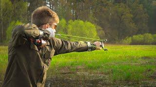 НАШЕЛ ОГРОМНУЮ СТАЮ КАРАСЕЙ ВАРЮ УХУ Рыбалка с рогаткой на карася