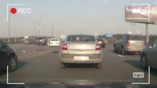 Insolite : Explosion d'une voiture en direct sur l'autoroute
