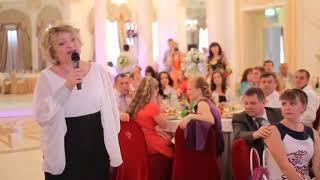 До слёз! Мама читает стих дочери на свадьбе