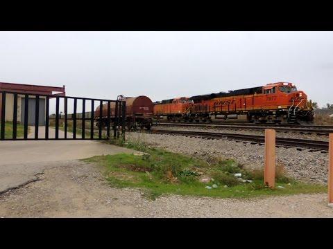 BNSF train pulls into siding w/ funny radio chatter!