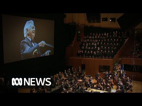 "Hawke Memorial: Bob Hawke ""conducts"" the Hallelujah Chorus | ABC News"