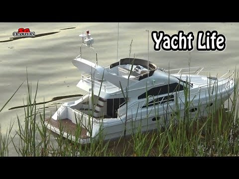 Scale RC leisure yacht in the waters! Beautiful modded toy yacht