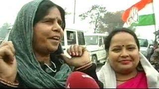 Amethi: Gulabi Gang quotes 'shayari' in response to Kumar Vishwas's 'shayari'