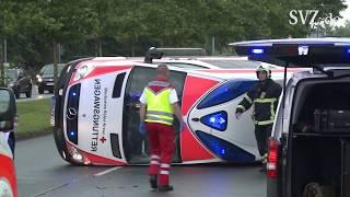 Auto kollidiert mit Krankenwagen