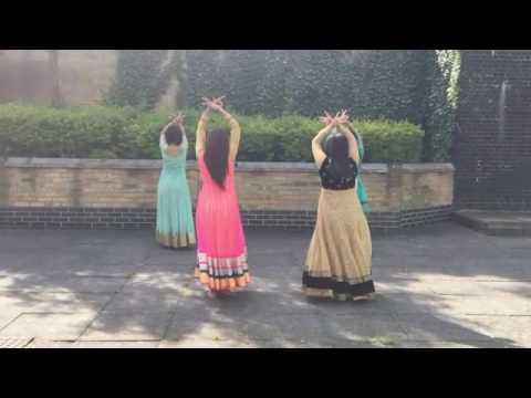 Beautiful Cham Cham Song Dance By 4 Beautiful Girls....