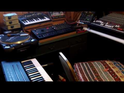 "Hardware Jam Volca, Brute, dx7, Korg jam of ""Born to groove"""