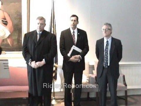 I crash pro-govt. news conference