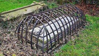 Клетки на могилах: От кого защищались люди в 19 веке?!