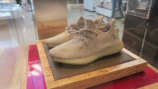 YEEZY 350 V2 BEST COLORWAY SITTING AT THE MALL!!!!