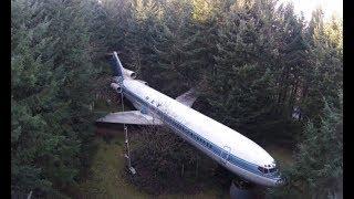 Мужчина нашел в лесу заброшенный самолет – никто не ожидал что будет дальше!